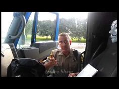 Polizist vs. Tucker: Bulle bekommt Denkzettel verpasst  Mehr unter >>> http://a24.me/TvNKYy