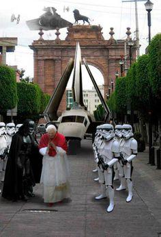 Si usted renuncia, la iglesia estará sumergida en el lado obscuro mi señor. Un Papa Jedi destruirá todos los conceptos creados por nosotros para someter a los creyentes, romperá los protocolos de sometimiento.