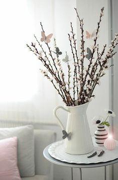 Frühlingsdeko  Grau Pastellrosa herrliches Arrangement Frühlingszweige Schmetterlinge
