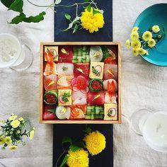 #モザイク寿司 #mosaicsushi 今日の晩御飯 ♫ ・ 早々と発泡日本酒と✨ 最近色々取り上げて頂いたので 久々にやってみました! ・ るいは大好物の納豆巻です☺︎