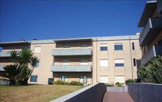 Apartamento T1 com 58 m2 em condomínio fechado, localizado em Canidelo, concelho de Vila Nova de Gaia. Situado em Zona Habitacional, bons acessos.