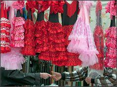 Vele markten aan de Costa Blanca. Zowel dagmarkten als diverse vlooienmarkten. Desgewenst kunt u elke dag naar een andere markt in éen van de vele plaatsjes in de directe omgeving. Deze foto is genomen op de vrijdagmarkt in Moraira.