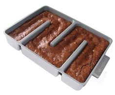 Edge Brownie Pan // so everyone gets a crunchy crust! Hilarious! #product_design