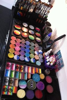 Face painting examples are very useful in the art of face painting. One of the greatest things about face painting examples, is that there are many reference Face Painting Supplies, Face Painting Tips, Paint Supplies, Face Painting Designs, Painting For Kids, Body Painting, Face Paintings, Face Paint Set, Face Paint Makeup