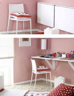 Escritorio plegable, encuentra más opciones para decorar espacios pequeños con muebles multiusos aquí...http://www.1001consejos.com/muebles-multiusos/