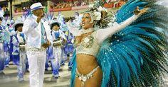 A rainha da bateria Patrícia Nery desfila na  Sapucaí pela Portela