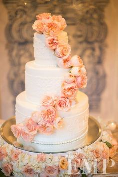 Wedding cake idea; Featured Photographer: Studio EMP