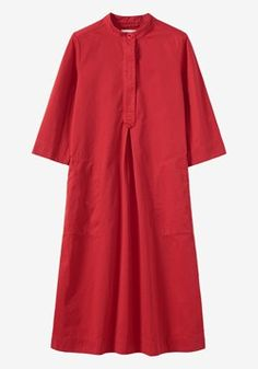 Garment-dyed cotton twill. Swingy, slightly A-line cut. Three-button opening with inverted box pleat below. Below elbow-length sleeves. Box pleat into back yoke. Topstitching along pockets and seams.