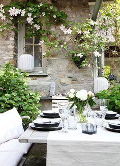 Just white - Garten - Balcony Outdoor Rooms, Outdoor Dining, Outdoor Gardens, Outdoor Decor, Dream Garden, Home And Garden, Garden Living, Wood Trellis, White Gardens
