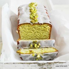 This Avocado Cake from @baketotheroots looks and sounds absolutely intriguing! /ES