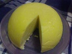 O Queijo Manteiga Caseiro é fácil de fazer, rende muito e fica simplesmente delicioso. Faça e saboreie esse queijo com pães, torradas e bolachas. Você e se