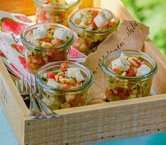 Das fruchtige Tatar mit Mozarella liefert einen perfekten Start für ein schönes Sommermenü. Guacamole, Brunch, Mozzarella, Buffet, Menu, Mexican, Snacks, Ethnic Recipes, Chef Recipes
