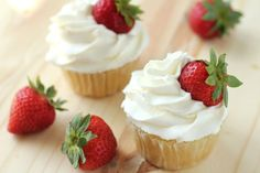 Whipped Cream Frosting Recipe - Food.com Fast and easy. Very well received. Whip it as stiff as you'll dare, Then use almost a pound of fresh strawberries. Pipe it from a ziplock bag. Delicious on angel food cupcakes!