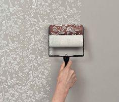 Genius idea!  ウォールペイントローラーは壁紙を替えずに模様替えができちゃう優れものです。