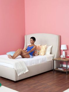 Lazy Woman's Fitness Guide  Step 1: Sit up on the bed with your knees bent; keeping your toes flexed will help you stabilize on the mattress. Lean back at a 45-degree angle as you pull your abs in tight.