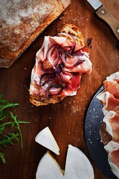 brie, prosciutto and caramelized onion - the art of cheese
