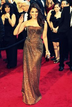 Love her dress #Bollywood #Aishwarya