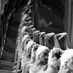 Photo by Piotrek Lakowski. Repeticiones que forman líneas. #Foto
