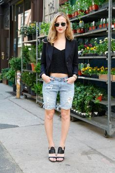 Check these out! Our NY editor Annie rocks her cut-offs with a sharp blazer and architectural sandals.Photographed by Erin Yamagata Making Jean Shorts, Long Jean Shorts, Short Shorts, Diy Distressed Jeans, Distressed Bermuda Shorts, Diy Shorts, Yamagata, How To Make Jeans, Diy Fashion