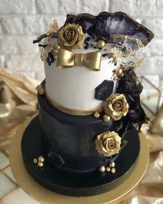 Как вам такой вариант оформления юбилейного Торта ? Мне кажется, чудесный За идею спасибо @melissasweetsshop  #bobakery_тортдлямужчины…