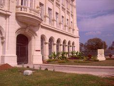 fachada restaurada del exPalacio presidecial, hoy museo de la revolución, a 150 metros de CASA MAURA