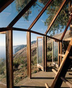 Muennig's Green House utilizes the western sun of the dramatic Big Sur coastline.