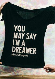 un t-shirt personnalisé de couleur noir; tee shirt personnalisable noir, t-shirt pour les femmes