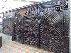 Одноклассники Steel Gate Design, Front Gate Design, Main Gate Design, House Gate Design, Door Gate Design, Wrought Iron Driveway Gates, Metal Gates, Wrought Iron Doors, Front Gates