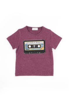 Cassette tee Simple Kids - Thalia & Bubu Yellow Feathers, Simple Shirts, Boyish, Red Blouses, Thalia, Siblings, Boy Fashion, Attitude, Girl Outfits