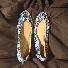 Kimchi Blue ballet flats Floral Kimchi Blue flats. Size 9. Never worn. Kimchi Blue Shoes Flats & Loafers