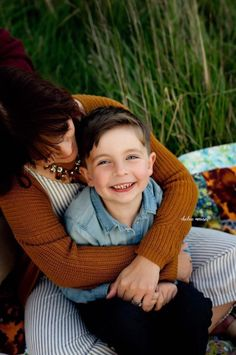 mother and son pictures, fall family pictures, family fashion for pictures Mother Son Poses, Mother Son Pictures, Fall Family Pictures, Family Picture Poses, Family Photo Sessions, Family Posing, Christmas Pictures Family Outdoor, Family Portraits, Picture Ideas