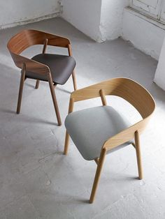 Contemporary chair / upholstered / fabric / oak - MAVA : by Stephanie Jasny - punt mobles Cafe Furniture, Restaurant Furniture, Modern Furniture, Furniture Design, Chaise Restaurant, Chair Design Wooden, Cafe Interior Design, Contemporary Chairs, Dining Table Chairs