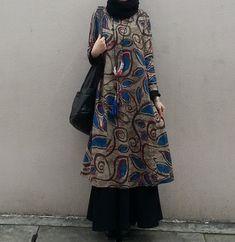 17 ideas fashion model black inspiration Source by dress Fashion Mumblr, Moslem Fashion, Batik Fashion, Abaya Fashion, Modest Fashion, Fashion Dresses, Batik Blazer, Blouse Batik, Batik Dress
