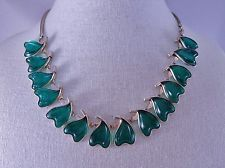 Pretty Vintage Green Glass Hearts BARCLAY Necklace Signed 1940s