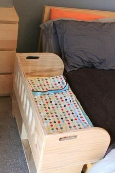 A co-sleeper is a baby bed that attaches to one side of an adult bed. It allows baby to remain close to the parents at night without actually being in the adult bed (which can be dangerous sometime… Baby Bassinet, Baby Cribs, Colecho Ideas, Baby Co Sleeper, Baby Center, Baby Bedroom, Kids Bedroom, Bedroom Decor, Everything Baby