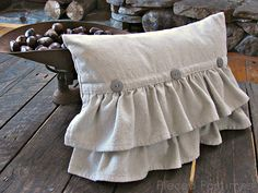 Ruffled Natural Canvas Pillow with Buttons tutorial