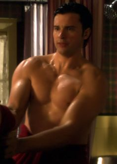 Tom Welling - in the buff. Nice.