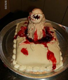 Alien-Movie-Cakes -- I would never eat this cake. Horror Cake, Horror Film, Alien Cake, Absolutely Disgusting, Movie Cakes, Food Humor, Funny Food, Gustav Klimt, Let Them Eat Cake
