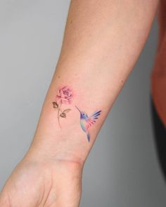 Rose and Hummingbird Tattoo wrist tattoo hummingbird and rose 60 Stunning Tattoos That May Just Change Your Life - Page 4 of 6 - Straight Blasted several small color tattoos With daisy instead Cool Wrist Tattoos, Pretty Tattoos, Cute Tattoos, Beautiful Tattoos, Body Art Tattoos, New Tattoos, Tatoos, Bird Tattoo Wrist, Color Tattoos