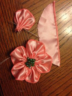 Wonderful Ribbon Embroidery Flowers by Hand Ideas. Enchanting Ribbon Embroidery Flowers by Hand Ideas. Ribbon Flower Tutorial, Ribbon Embroidery Tutorial, Silk Ribbon Embroidery, Hand Embroidery, Embroidery Designs, Embroidery Stitches, Embroidery Tattoo, Chinese Embroidery, Embroidery Supplies