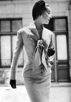 1954 Model in beautiful beige wool suit, jacket closed by satin ribbon by Manguin