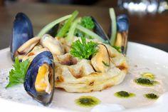 De B Too Mosselwafel (mussel waffles)