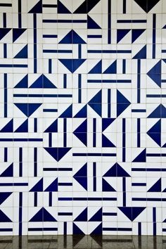 #Pattern #DesignInspiration Creative pattern of blue and white geometric tiles by Brazilian artist and designer Athos Bulcão and Oscar Niemeyer.