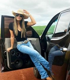 10 cute western style ideas for women that you will love 1 - Western outfits women - Cowgirl Style Outfits, Western Outfits Women, Country Style Outfits, Southern Outfits, Rodeo Outfits, Country Fashion, Cow Girl Outfits, Summer Cowgirl Outfits, Cowgirl Fashion