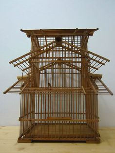 """The best 10 large bird cages for beloved pets – Project """"Jackiebird"""" Antique Bird Cages, Large Bird Cages, Bird Cage Design, Wooden Bird, Pet Furniture, China Painting, Vintage Birds, Living In China, Cool Pets"""