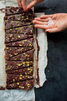 Chocolate Dates and Quinoa Soufflé - K for Katrine . - Easy And Healthy Recipes Chocolate Desserts, Vegan Desserts, Raw Food Recipes, Dessert Recipes, Cooking Recipes, Healthy Treats, Healthy Baking, Quinoa Soufflé, Brunch