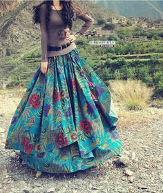 Here are latest Pakistani long skirts. Choose skirt style from casual or party wear long skirts images. Watch a video on how to style skirt in different ways! Long Skirt Fashion, Modest Fashion, Boho Fashion, Bohemian Mode, Bohemian Style, Long Skirts Images, New Style Tops, Estilo Hippie, Look Boho