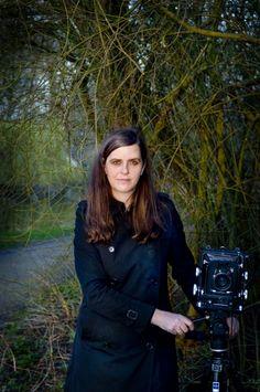 Fotografin Rineke Dijkstra arbeitet mit einer 4x5-Plattenkamera.