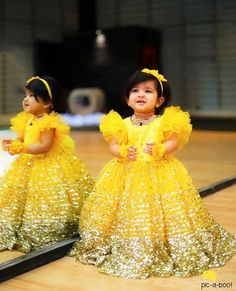 Baby Girl Dress Ideas for A Princess Photoshoot Baby Girl Frocks, Frocks For Girls, Gowns For Girls, Little Girl Dresses, Kids Party Wear Dresses, Kids Dress Wear, Kids Gown, Baby Girl Party Dresses, Kids Frocks Design