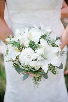white bridal bouquet by dawn's creations #whiteflowers #whitewedding #weddingchicks http://www.weddingchicks.com/2013/12/18/colorado-wedding/